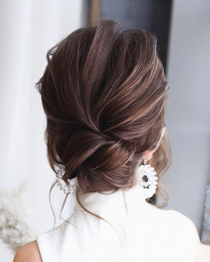 Let's look at the best bridal hair styles and tutorials we've chosen for you!  #braidedhairstyles #braidstyles #weddinghairstyles #bridehairstyles #bridalhair  #hairstyles #hairgoals #hairinspiration #updos #crochet #hairupdos