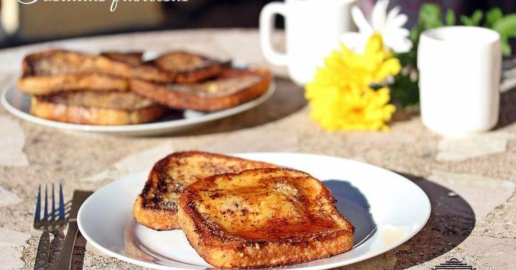 Fabulosa receta para Tostadas francesas (French toast). Hoy os traigo una receta perfecta para el desayuno de San Valentín. Una buena manera de sorprender a vuestra pareja con este dulce postre, las tostadas francesas, muy similar a nuestras torrijas, aunque con diferencias a la hora de la elaboración, como puede ser que en una tostada francesa todos los ingredientes se preparan en un mismo bol mientras que en las torrijas se requieres más pasos antes de pasarlas por la sartén, entre algunas…