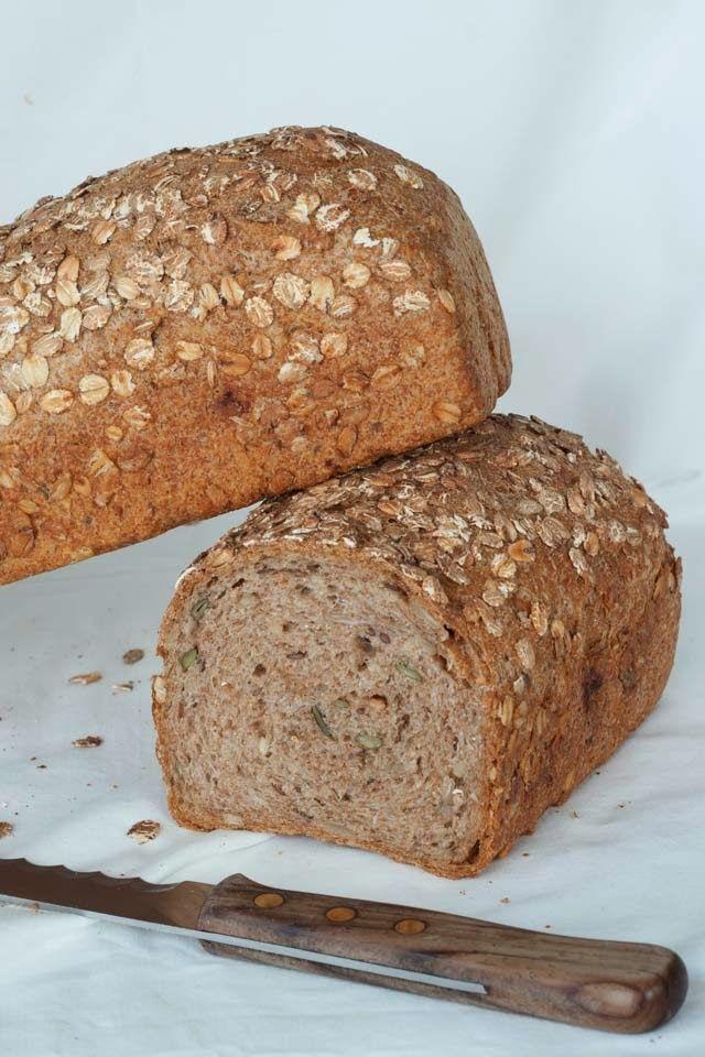 Dit is het ook weer een lekker recept voor volkorenbrood uit het nieuwe boek van Levine 'Brood uit eigen oven'. Ik gebruikte al vaker een recept van Levine maar dit is toch weer iets anders, je maakt