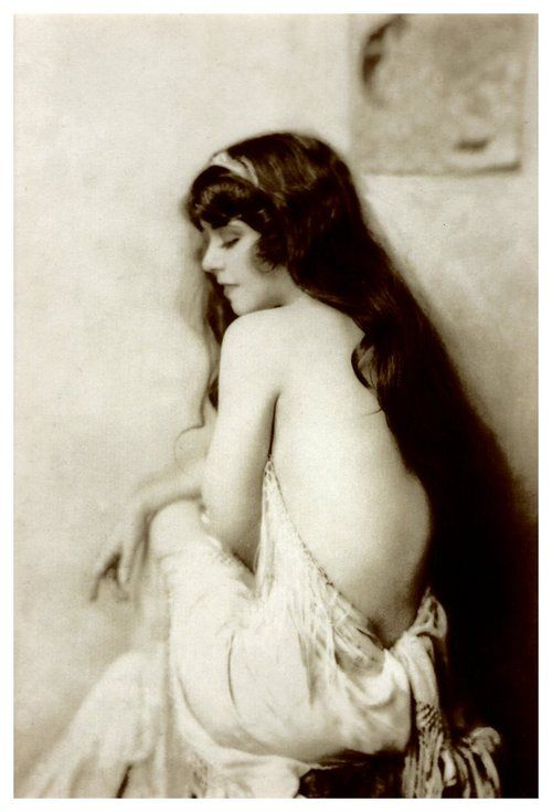Ziegfeld star, dancer Ann Pennington. She also starred in the George White Scandals, and in movies. She was a close friend of Fanny Brice.
