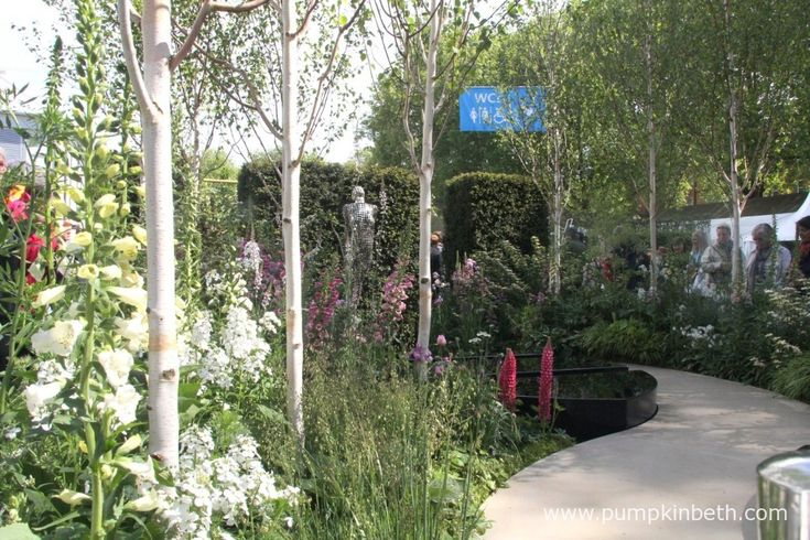 The Breakthrough Breast Cancer Garden won the People's Choice Award for the Best Fresh Garden.  This garden was designed by Ruth Willmott and built by Cube 1994, it's the first time that Breakthrough Breast Cancer have entered a garden at Chelsea.  The water feature in this garden ripples every ten minutes to signify and represent the statistics of women diagnosed with breast cancer in the UK.  The sculpture is by Rick Kirby.