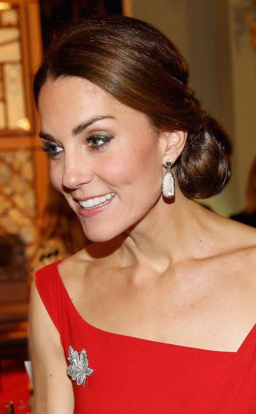 A la tercera (jornada) va la vencida: la Duquesa de Cambridge de rojo y gala en Canadá - Foto 1