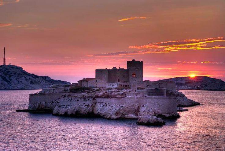 2013 Avrupa Kültür Başkentleri arasında yer alarak makyaj tazeleyen Marsilya'yı 5 adımda keşfetmek için tıklayın: http://bit.ly/1ocO9xB  #etstur #KeskeTatilOlsa #tatil #holiday #travel