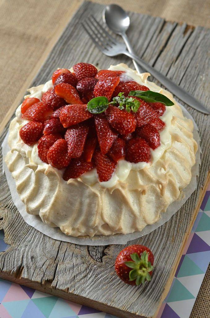 Strawberry pavlova - Tangerine Zest