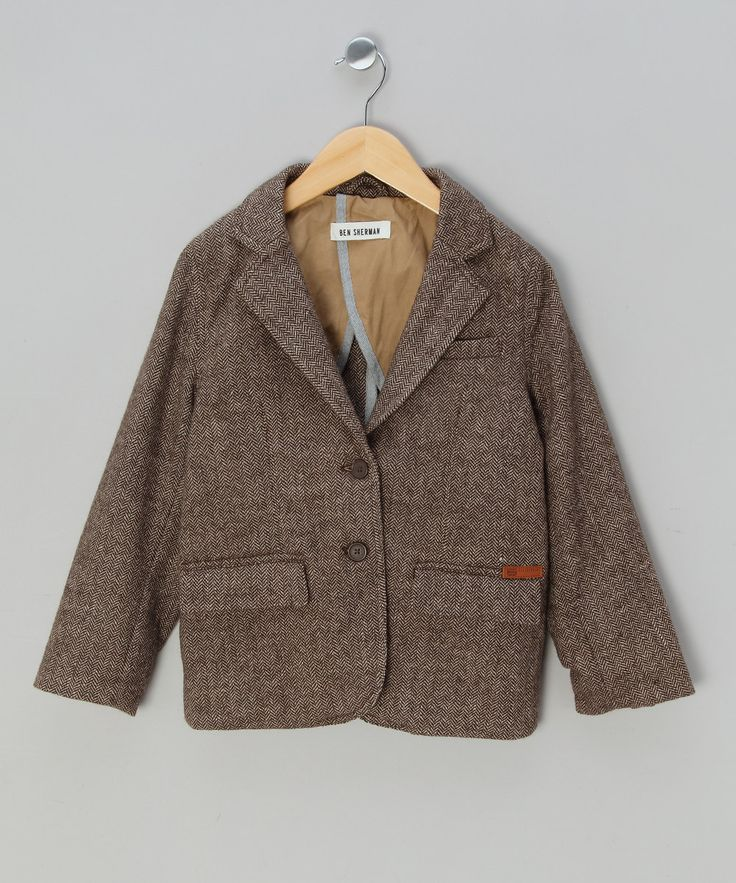 Junior gents will look adorably dapper in this blazer. A classic corduroy fabric means this piece will look good over any outfit, no matter how dressy or casual!