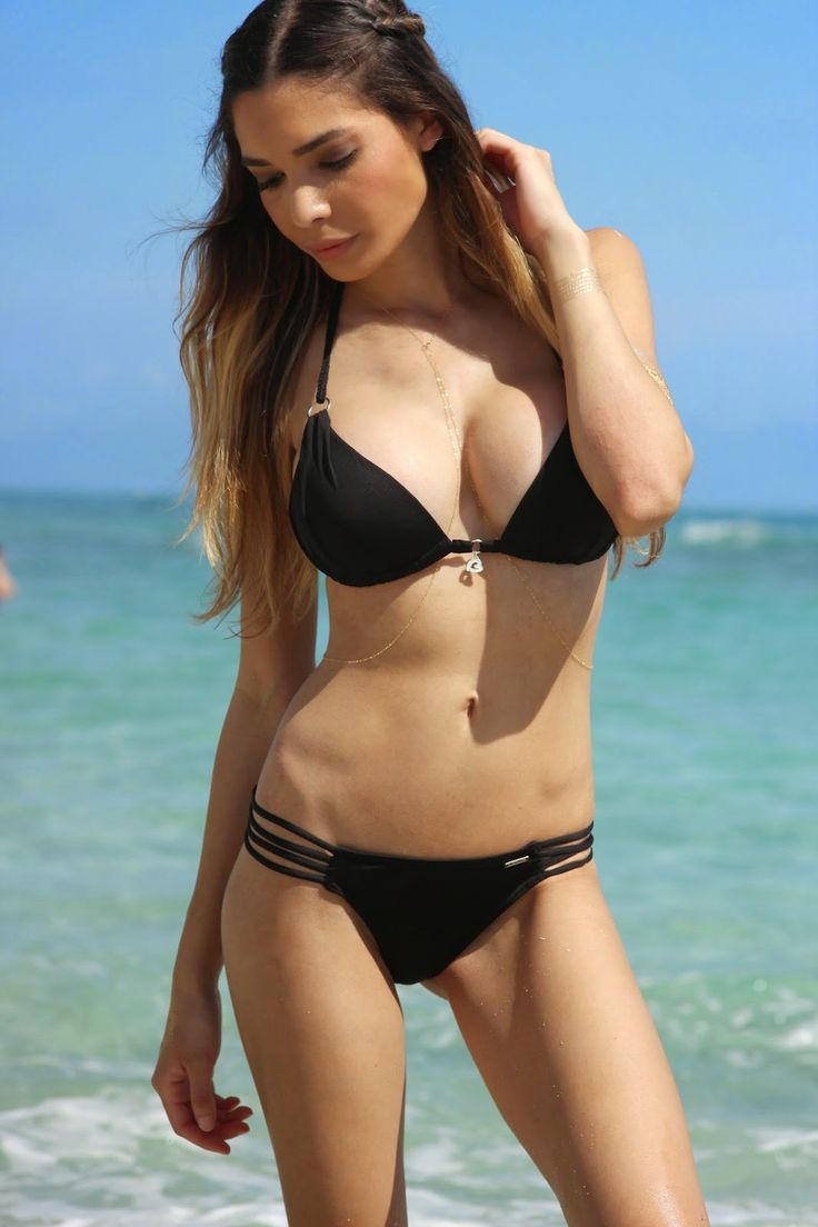 Model Jasmine Tose looks hot and sexy in bikini