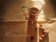 Liquore crema alle nocciole: la ricetta. Liquor hazelnut cream: the recipe.