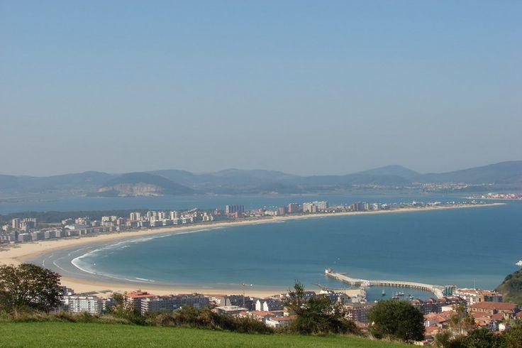 Playa de La Salvé. Se encuentra en Laredo, Cantabria. La playa más larga de Cantabria Es una de las playas más bonitas del norte de España, en la que se pue
