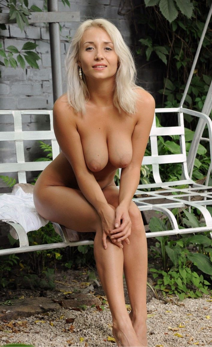 Hot old lady nude