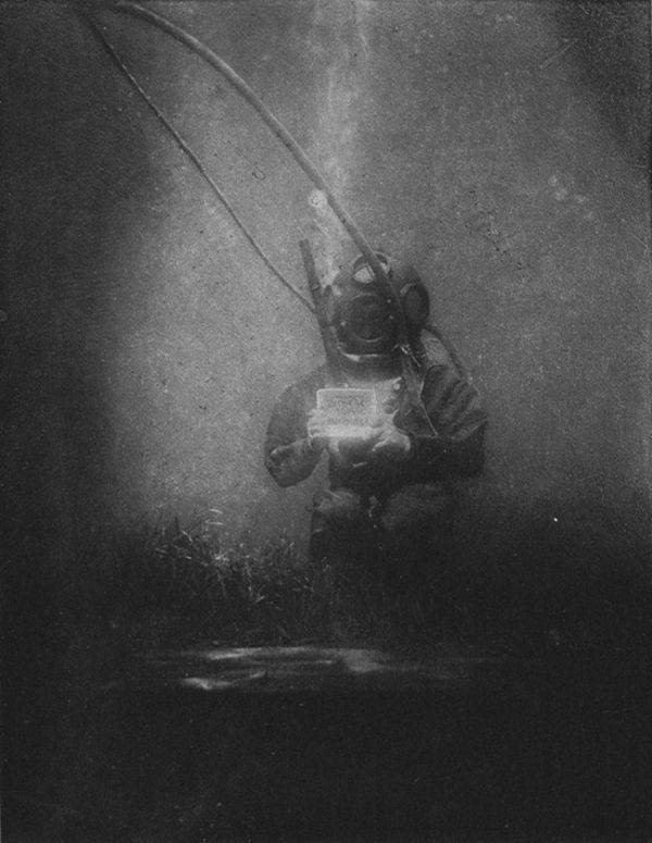 The world's first underwater photo. [1893]