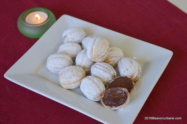 Nuci umplute cu crema de ciocolata reteta veche | Savori Urbane