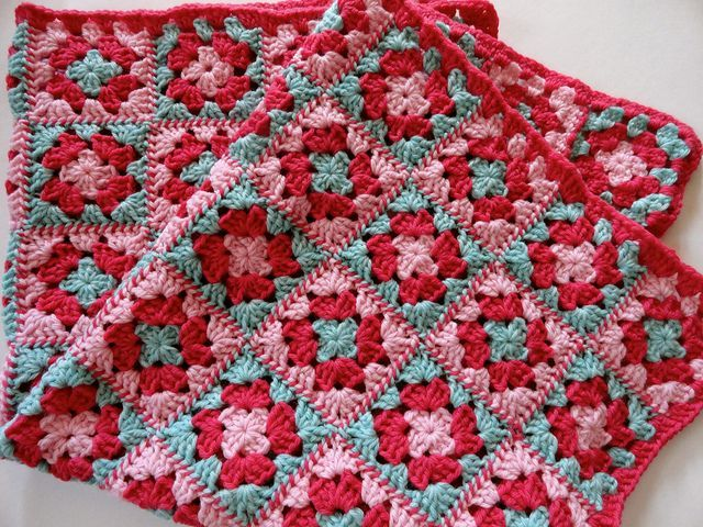 Wow! I love the way the squares are joined. Free pattern from Lion link. It looks like striped twine! Amazing idea, thanks so xox.