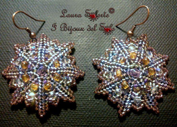 Orecchini Lucky Star con perline Miyuki e e mezzi cristalli.  Prezzo 22 euro. Disponibile in vari colori.