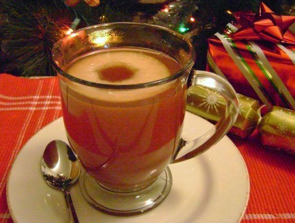 Коктейль «Лирика» https://www.go-cook.ru/koktejl-lirika/  Этот коктейль хоть и придуман в жаркой Кубе, пить его лучше всего по прохладе или вовсе по холодной погоде, так как пьют его обязательно горячим. Пиво перед приготовлением, необходимо подогреть. Вкус коктейля — терпкий и чуть горьковатый Рецепт коктейля «Лирика№ Время подготовки: 5 минут Время приготовления: 10 минут Общее время: 15 минут Кухня: Кубинская Тип: … Читать далее Коктейль «Лирика»