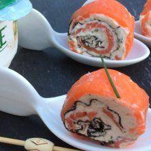 Rouleau de saumon et algues nori au fromage frais ail & fines herbes