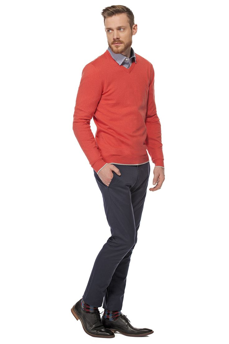 Un pull corail pour sortir du lot / Coral sweater to stand out from the crowd  https://www.tristanstyle.com/fr/hommes/looks/5/hv040d0705zor04/