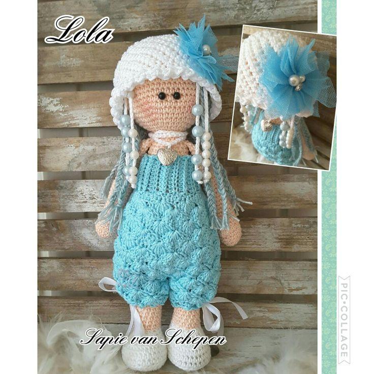 Een turquoise/witte Lola, eigen patroon
