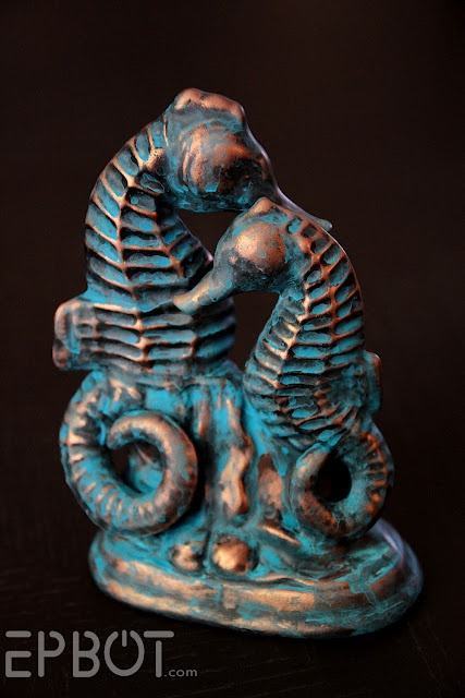 EPBOT: How To Paint A Faux Copper Patina - Step by step tutorial with pictures. primer, copper metallic spray paint, black flat spray paint, mineral spirits,rags, teal/green flat craft paint.