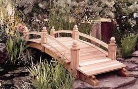 Resultado de imagen para como hacer un puente de madera para jardin