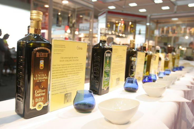 L'olio De Cecco in mostra in Romania.  De Cecco extra virgin olive oil shows off in Romania.