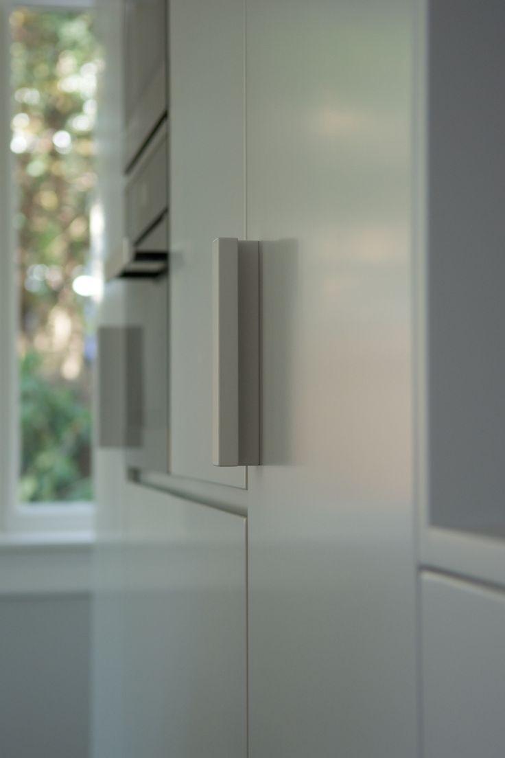 Ontwerp Bendien/Wierenga architecten Kookeiland: Belgisch hardsteenwerkblad  Rood koperen fronten Kastwand: MDF watervast   F&B ...