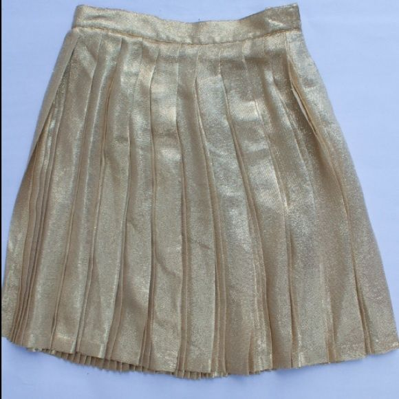 Gianni Versace Couture metallic skirt. Size 40 IT This beautifully handcrafted Versace metallic skirt is an amazing find! Vintage couture skirt, a few minor pills in fabric. Era 1990's. Authentic Gianni Versace brand, made in Italy. 92% silk, 8% polyester. Size 40 IT (Eu) Versace Skirts