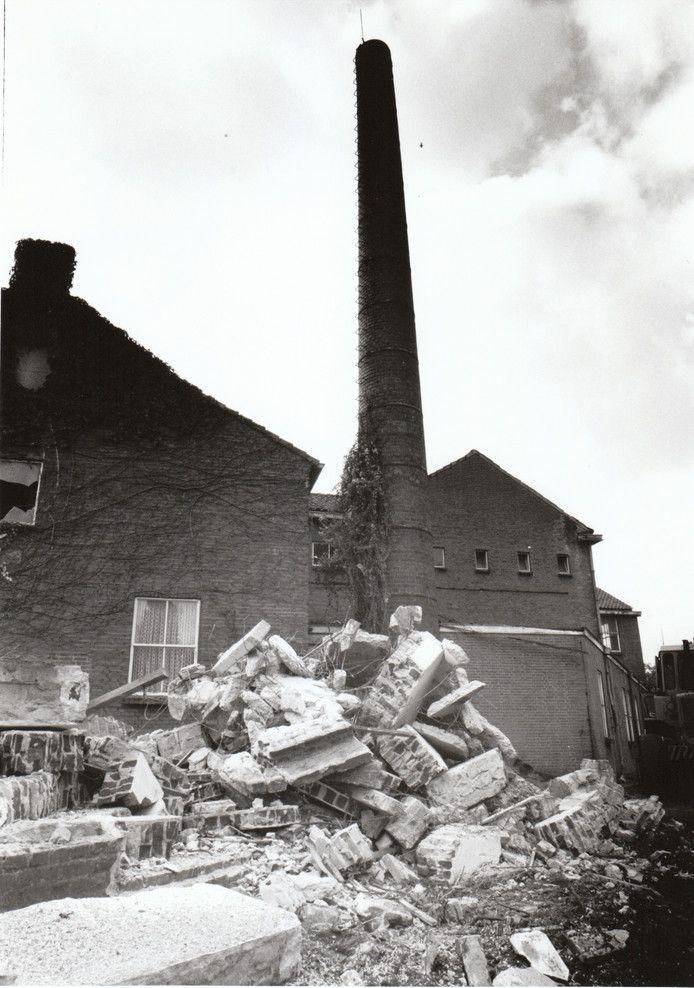 Vooraan in de Koppelstraat in Beek en Donk stond vroeger zuivelfabriek De Eendracht. Maar door centralisatie en betere productieprocessen in de zuivelverwerking verdwenen de lokale melkfabrieken. In Beek en Donk werd De Eendracht in 1990 afgebroken. Foto: van de Meulenhof