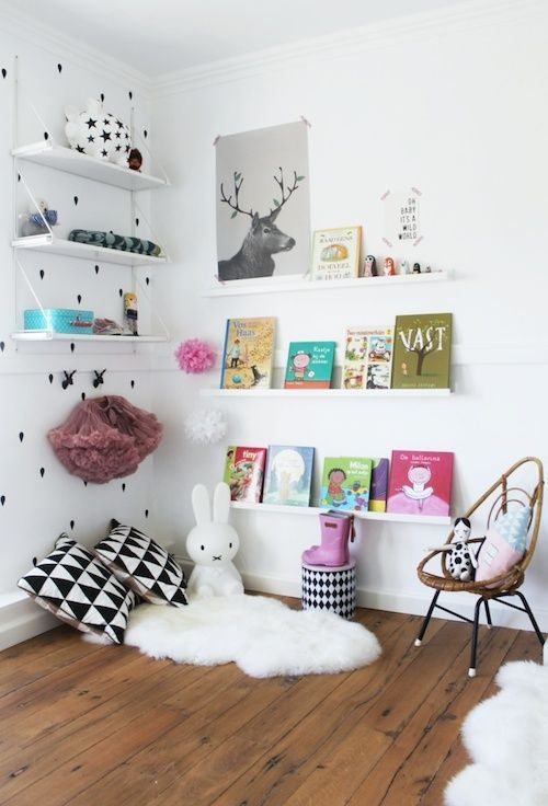 Kids-room: Nordic-mint corner with white, black and pastels.