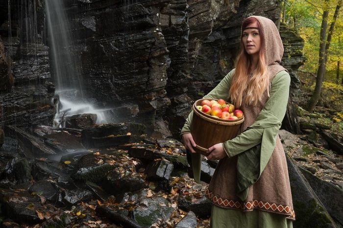 Hedgewitchery is a combination of Traditional Witchcraft (NOT Wicca) and Shamanism, with herbalism, healing, and a deep love for nature added to the mix.