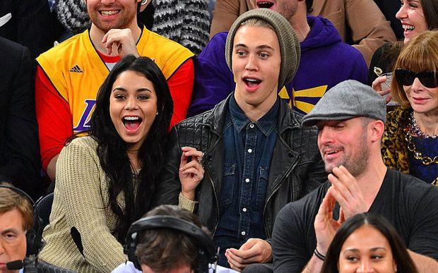Vanessa Hudgens é viciada em basquete e tem sido flagrada nos jogos desde a época de High School Musical. Agora, o namorado Austin Butler sempre a acompanha!