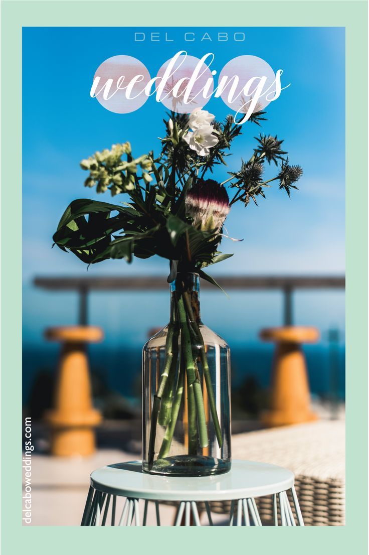 Green organic flowers for your organic wedding in Cabo! Get amazing inspiration in green and blue tones!