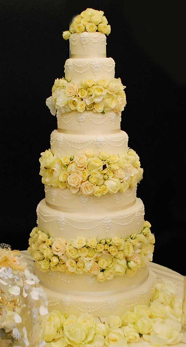 Beautiful luxury wedding cake with pale yellow roses by Red Floral Architecture. The ease with which they create beautiful luxury as well as startlingly challenging designs just blew me away