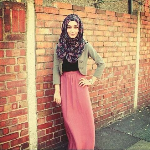 #Steet hijab fashion ^^ ---> I love the colours together. Also, the pattern of the hijab is great.