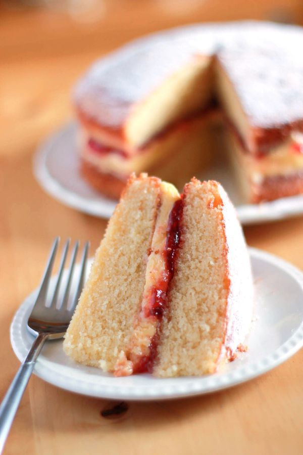 Victoria Sponge Cake - Erren's Kitchen - This simple Victoria Sponge Cake recipe has delicious a raspberry jam and butter cream filling that takes the classic Victoria sponge to a higher level.