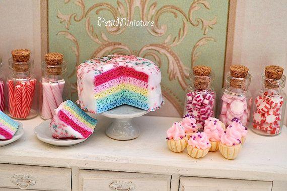 Miniature dollhouse torta arcobaleno di PetitMiniatures su Etsy, €20.00