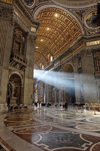 Basílica de San Pedro, El Vaticano. ¿Te apetece conocerla sin hacer colas? http://bedooin.com/es/roma-escapada-fin-de-semana-italia.html
