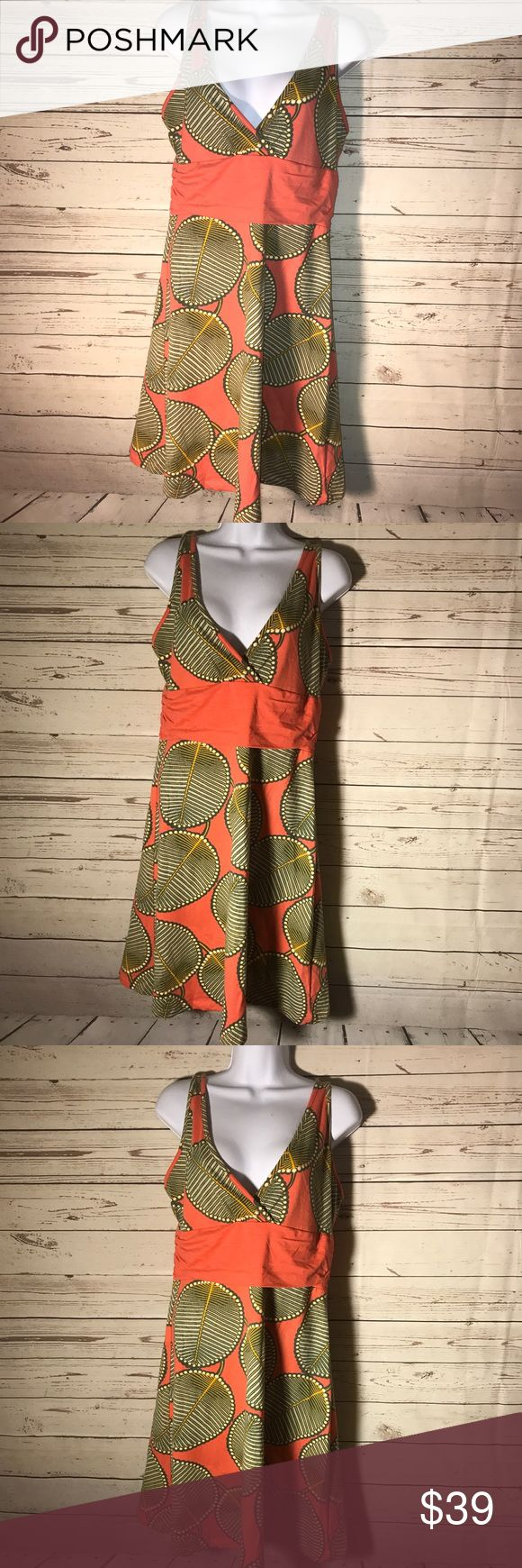 Patagonia dress Margot stretch wrap top dress Leaf print  17 pit to pit  38 long  Description: Patagonia size small women's blue with multicolor leaf print Margot sleeveless dress EUC!   - leaf print throughout  - Sleeveless  - cinched sides   -coral stretchy are under bust  - criss cross frontal  -contrast stitching  - knee length  There are no issues with the condition of this dress. Patagonia Dresses Mini