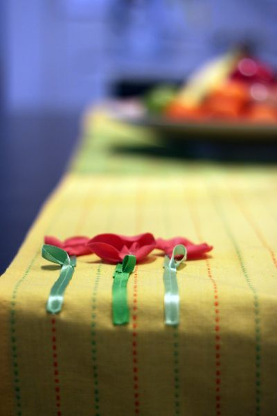 Make a Spring Table Runner (out of dish towels!)