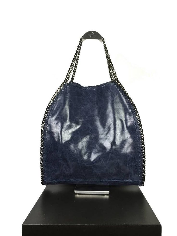 Donker blauwe leder tas model Stella an winter fall collectie New Apparel leather bags .