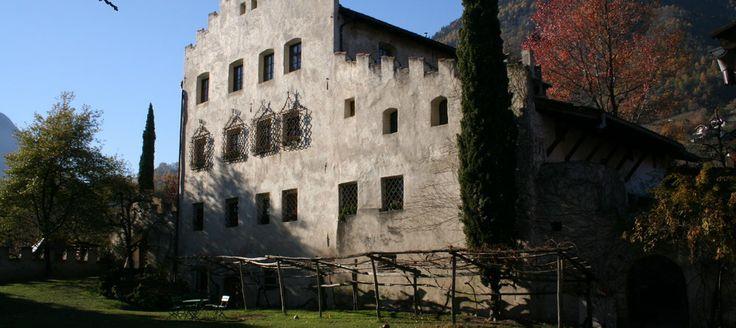 Weingut & Vinothek - Labyrinthgarten Kränzelhof Tscherms - Museum, Restaurant, Wein & Kunst