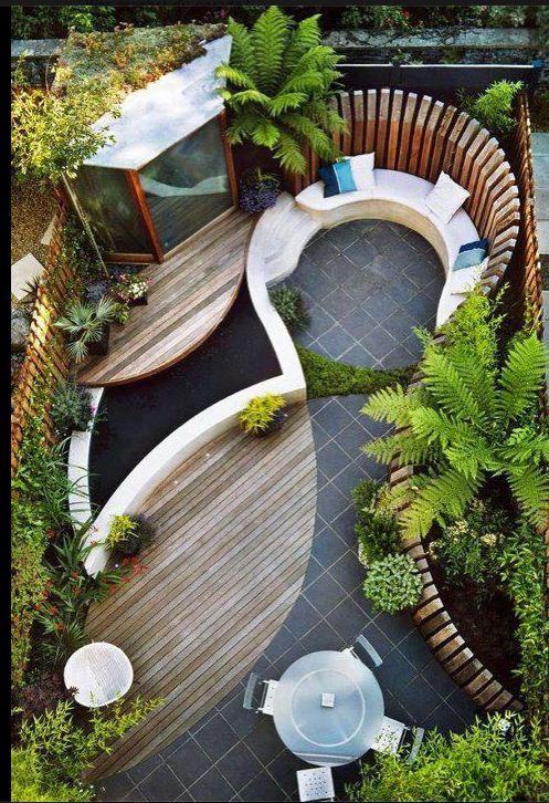 Was für eine Gartengestaltungsidee für den kleinen Garten! Ein kleines 5-Eck-Gartenhaus würde im Übrigen auch super in die Ecke oben links passen ;)