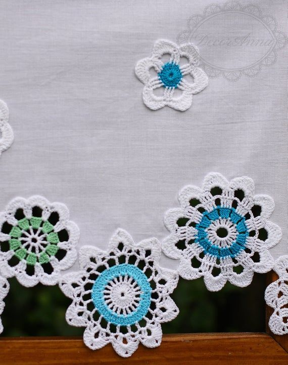 Uncinetto Shabby.Shabby Chic Curtain With Crochet Colorful Floral Doilies French Cafe Curtain Farmhouse Country Style Curtain Valance Height 40cm 16in In 2020 Crochet Curtains Shabby Chic Curtains Crochet
