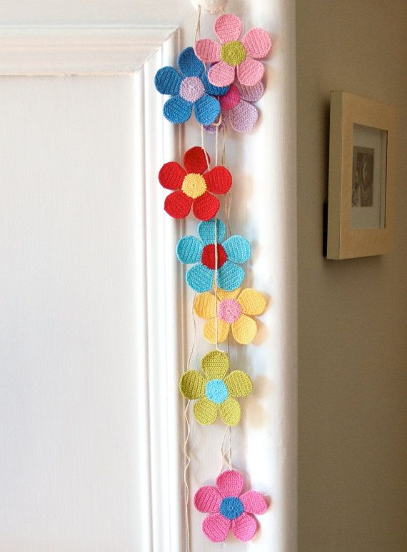 Guirnalda de flores de ganchillo   -   Crocheted Flower Garland
