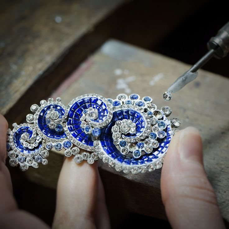 """Van Cleef & Arpels Vagues Mystérieuses clip, """"Seven Seas"""" High Jewelry collection. Mock-up work, sticking dummy stones."""