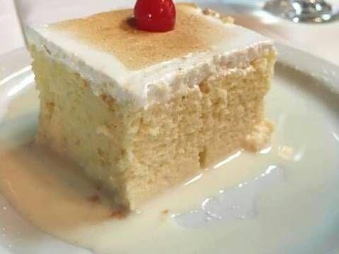 Fabulosa receta para Postre de Tres Leches. Es una receta fácil de preparar, el bizcocho queda humedo y suave y la mezcla para una dulzura perfecta.