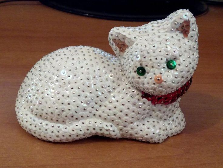 Gatto coricato completamente bianco (personalizzabile), by Sara Decorazioni, 12,00 € su misshobby.com