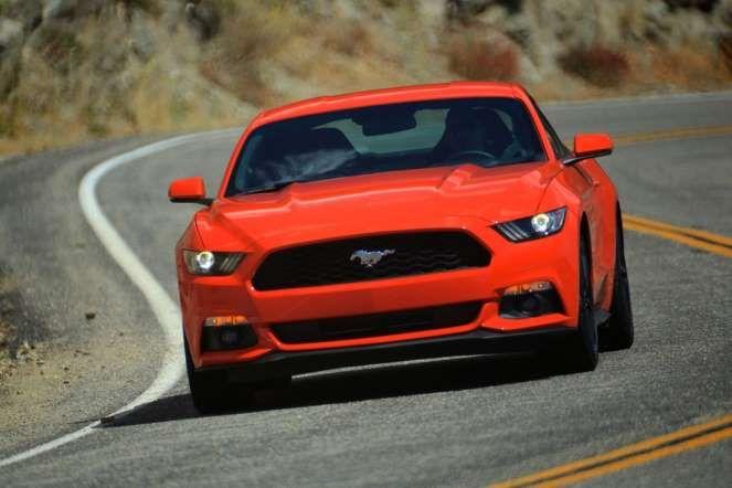 DEPO 2014 - 03 - FORD MUSTANG Americano en formas y 'europeizado' para poder adaptarse a las regulaciones del Viejo Continente, por fin los conductores europeos podemos disfrutar del mito Ford Mustang como vehículo en la oferta de coches nuevos (ya no hay que recurrir al mercado de importación para disfrutarlo). De momento, en Europa se pone a la venta con dos opciones mecánicas: un V8 5.0 de 426 CV y un EcoBoost 2,3 litros de 309 CV.