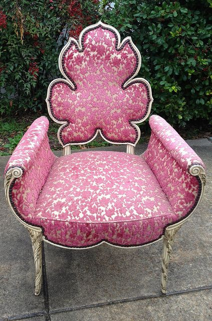Trade my left arm for this chair. good lawd.