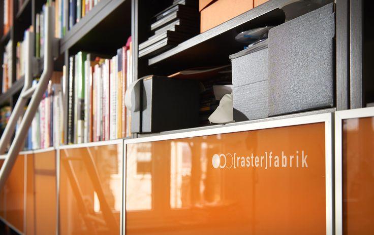 werbeagentur, [raster]fabrik gmbh, style, orange, bücherwand, büro