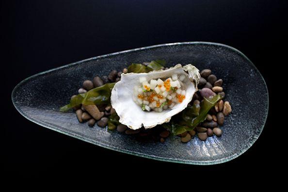"""Receta de """"Ostra con ragout de melón y huevas de trucha"""" by Raúl Resino: http://brunovital.com/post/ostra-con-ragout-de-melon-bruno-y-huevas-de-trucha-by-raul-resino"""